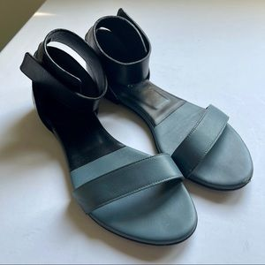 Chloe black and blue leather sandal size 36